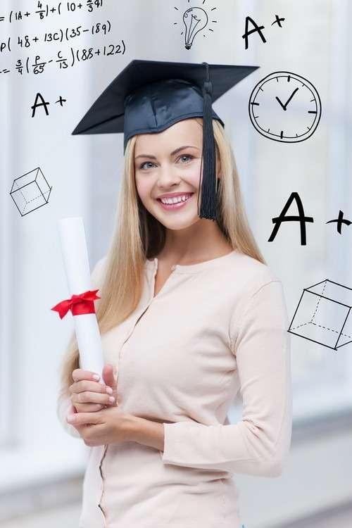 Студентка с дипломом