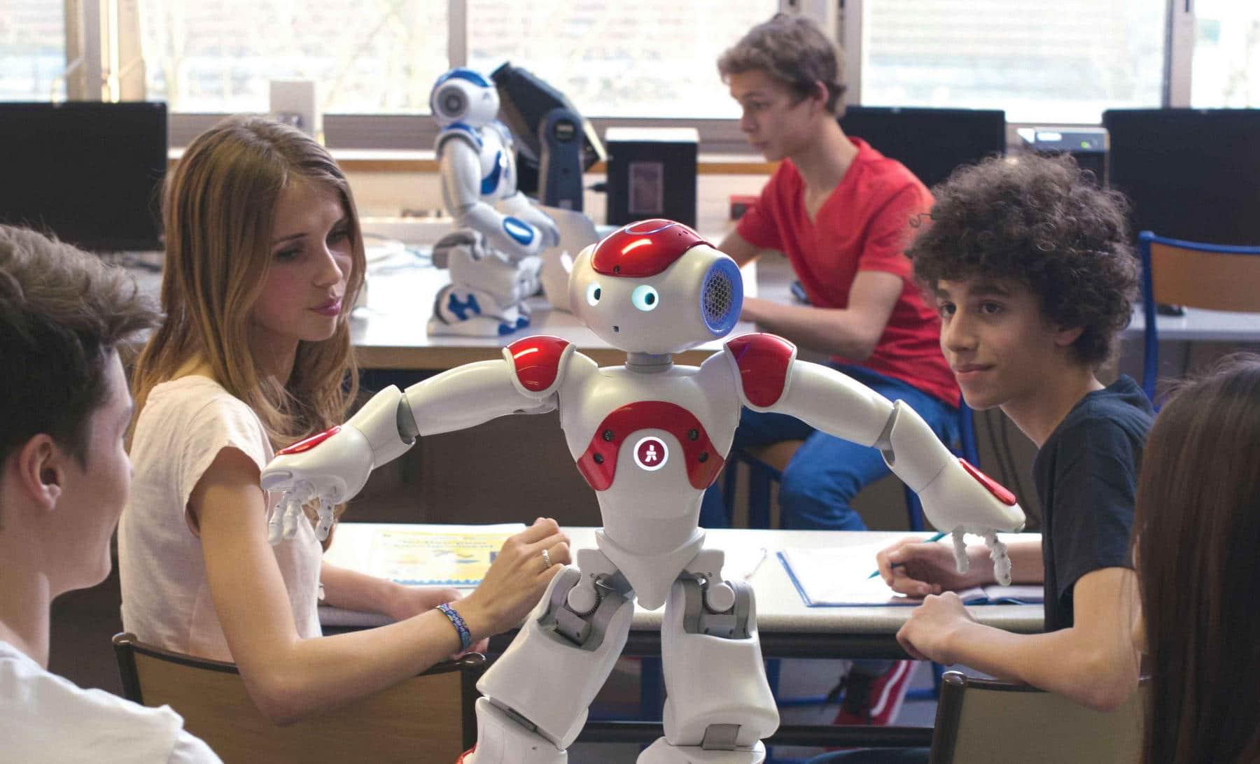 Старшеклассники занимаются роботехникой