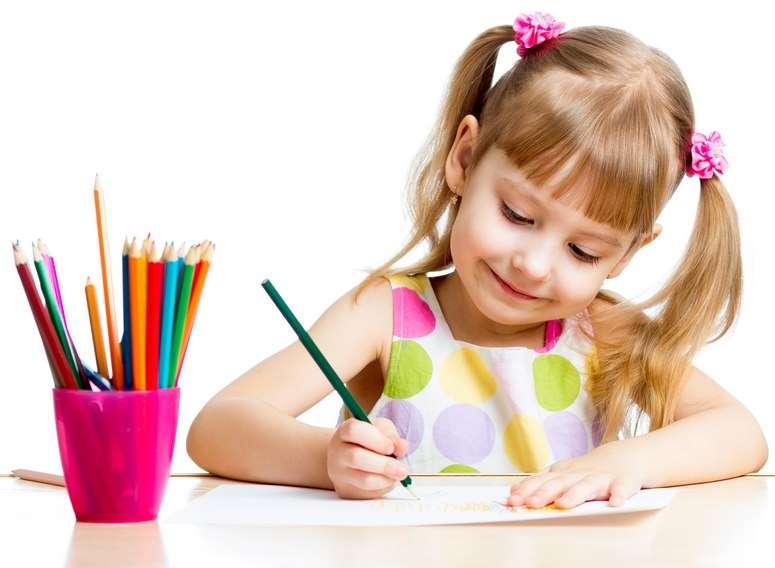 Картинки рисующих детей для детей