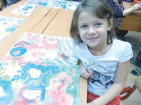 Девочка с рисунком