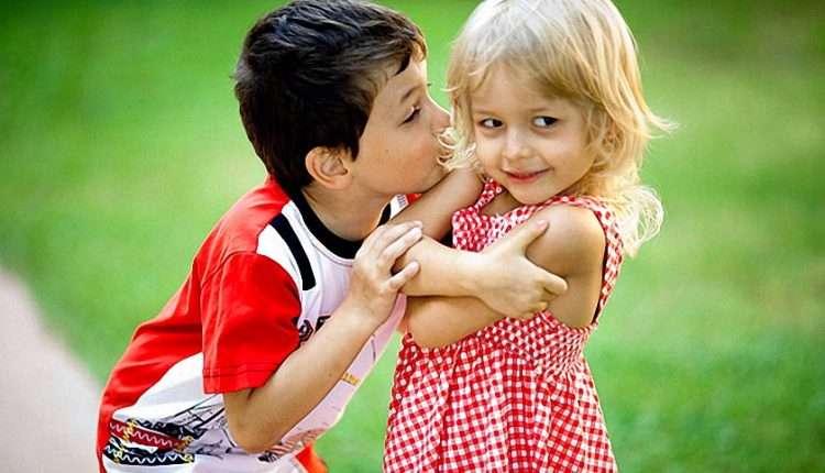 Мальчик целует девочку картинки