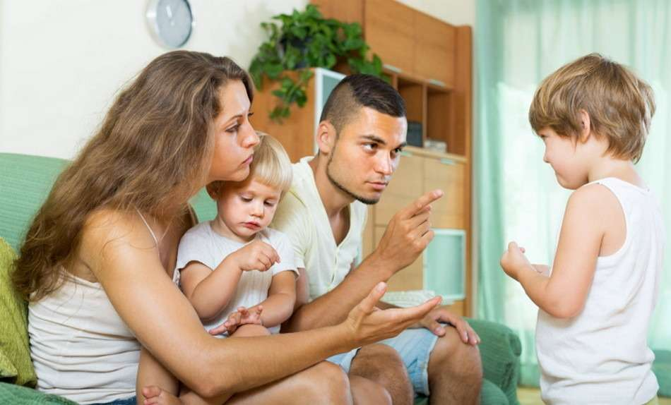 Родители воспитывают детей