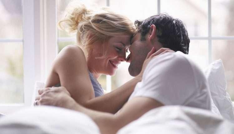 Счастливые супруги в постели